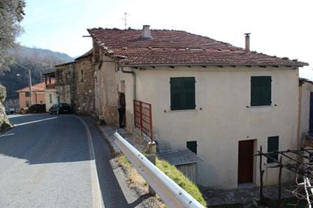 Erli casa indipendente agenzia immobiliare mediterranea for Moderni piani di casa mediterranea